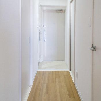 廊下部分は清潔感がありますね(※写真は5階の反転間取り別部屋のものです)