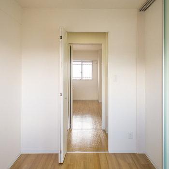 この扉を開けると…(※写真は5階の反転間取り別部屋のものです)