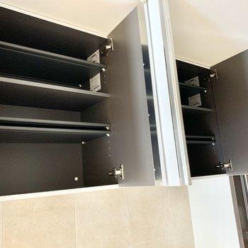 吊り戸棚式のシューズボックス。※写真は2階の同間取り別部屋のものです