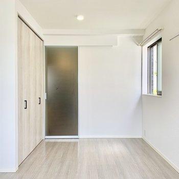 清楚な佇まいです。※写真は2階の同間取り別部屋のものです