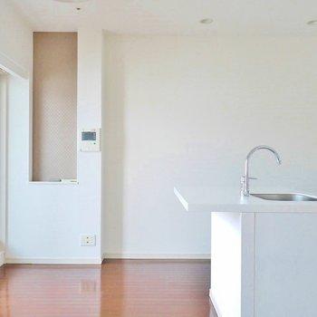 真白のお部屋に何色を足します。※写真は、1107号室のもの