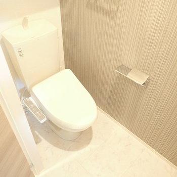 トイレはゆったりめ。カフェのトイレみたい。