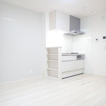 キッチンカウンターの下は棚になっています!