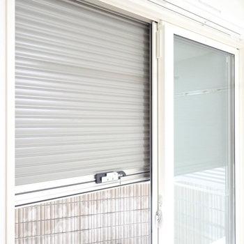 窓はシャッターつきで防犯面も安心!