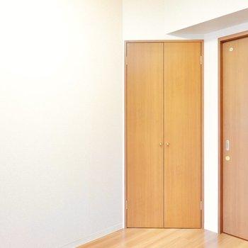 角の変わった位置にある扉を開くと…?