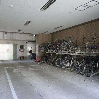 駐輪場と駐車場もしっかりあります。