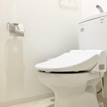 トイレはウォシュレット付き◎※写真は2階反転間取り・別部屋のものです