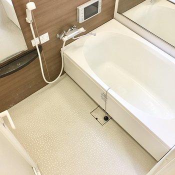 少し大きめのお風呂にはミスト&テレビ付き!※写真は2階反転間取り・別部屋のものです