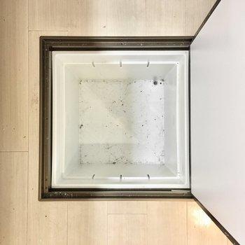 床下収納には食品のストックを。※写真は2階反転間取り・別部屋のものです