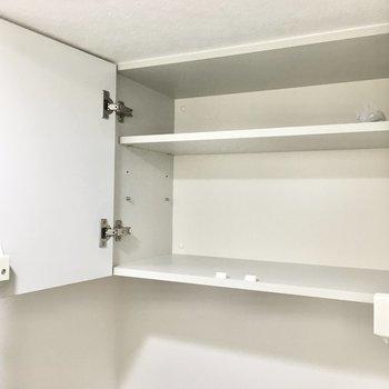 ペーパーのストックは上の棚に。※写真は2階反転間取り・別部屋のものです