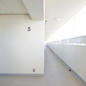 階数表記がなんだかカワイイエレベーターホール。