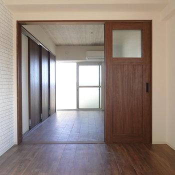 隣の洋室とひと続きのお部屋として使うこともできます。(※写真は5階の同間取り別部屋のものです)