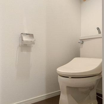 トイレは温水洗浄便座付き。