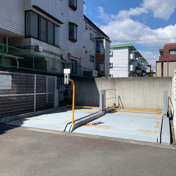 奥には機械式の駐車場も。