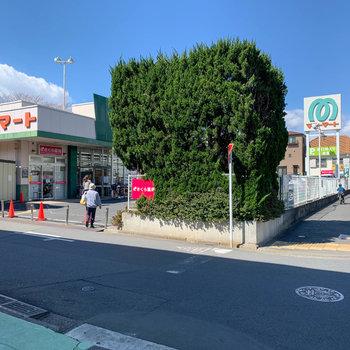 歩いて1分のところにスーパーがあります!これは便利。