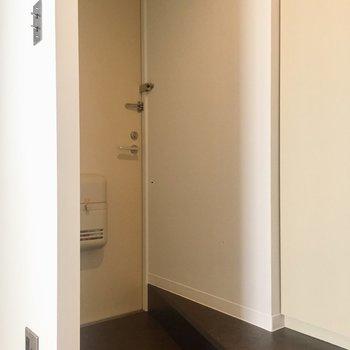 玄関はこちらです。