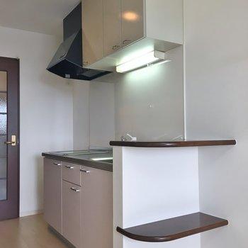 キッチン横にはちょっとした棚が