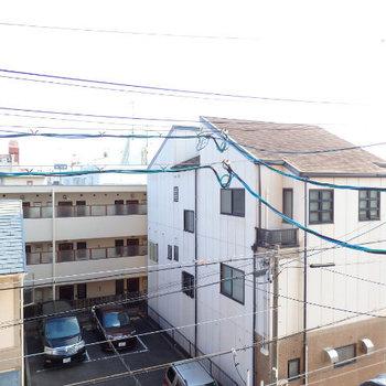 眺めは普通。レースカーテンがあるといいですね(※写真は3階の別部屋からのものです)
