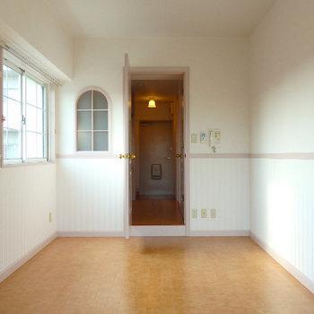 半円窓の可愛いお部屋(※写真は3階の同間取り別部屋のものです)