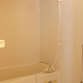 お風呂はちょっぴりコンパクト(※写真は3階の同間取り別部屋のものです)