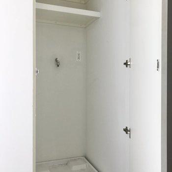 【10帖】洗濯機置場は扉で隠せます。