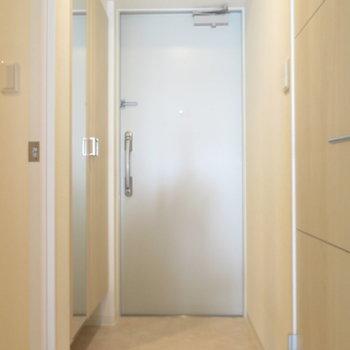 玄関は標準サイズも※写真は同間取り別部屋のものです