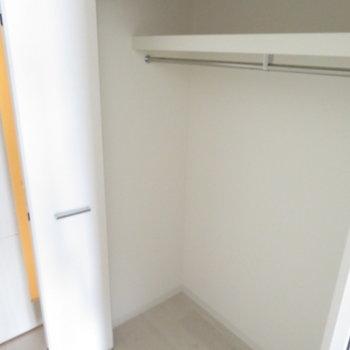 クローゼットは横幅が広いです※写真は同間取り別部屋のものです