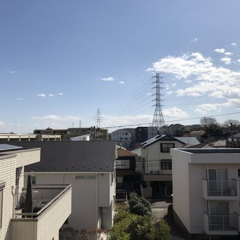 【LDK】空が見えて気持ちのいい眺望です。