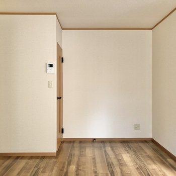 【DK】ドアの前に電化製品なども置けます。