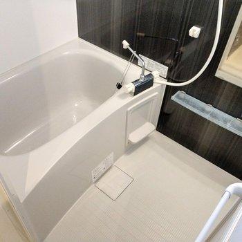 サーモ水栓の広々お風呂!給湯機能も付いてます。