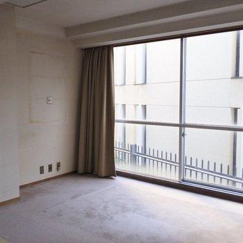 【工事前】大きな窓から差し込む光が気持ち良い〜