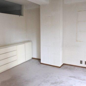 【工事前】このお部屋にも収納スペースたっぷりです。