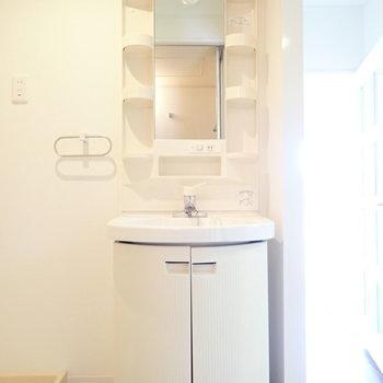 丸くってかわいらしい洗面台。 ※写真・文章は9階の同間取り別室のものです。