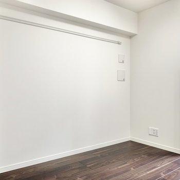 こちら側にテレビを置けますね。