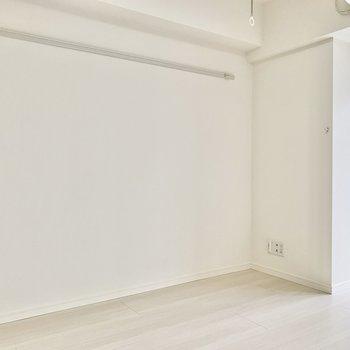 こちら側にテレビを置けますね。※写真は7階の同間取り別部屋のものです