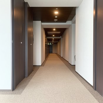お部屋は左すぐの角部屋です。