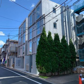 駅近のコンクリートマンション。