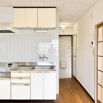 【DK】キッチン収納が充実しています。