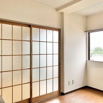 【DK】引き戸を開けると洋室があります。