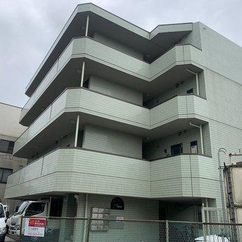 お部屋は4階の最上階です。