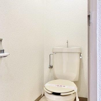 床がレトロなトイレですね。