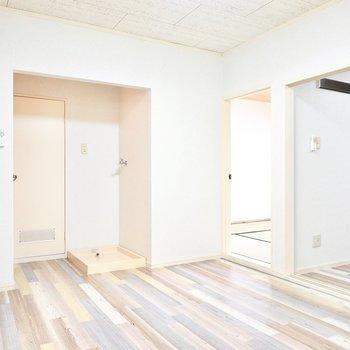 DKの反対側。このお部屋を中心に、各部屋にアクセスします。