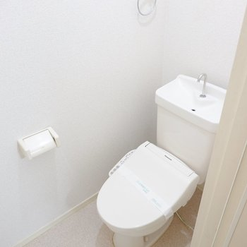 トイレは綺麗なウォシュレット付き◎