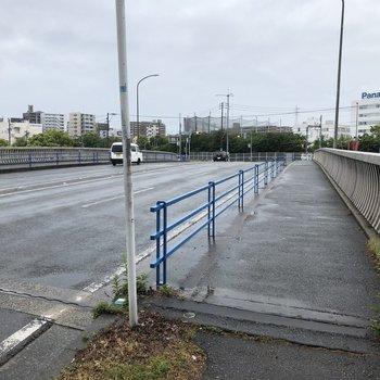 大きな橋を渡れば博多区です。