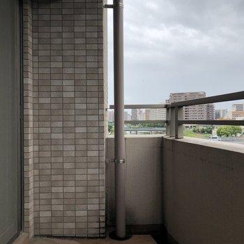 バルコニーも広さあります。(※写真は4階の同間取り別部屋のものです)