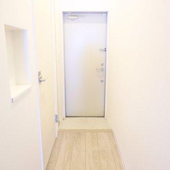 お部屋の最後は玄関を。