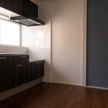 【キッチン】広々スペースのキッチン。