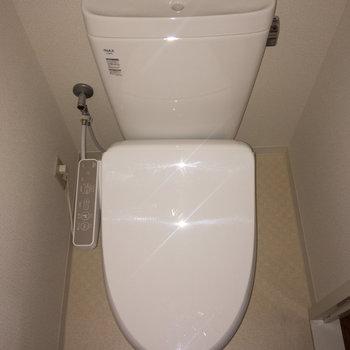 トイレも温水洗浄便座付きなんです。