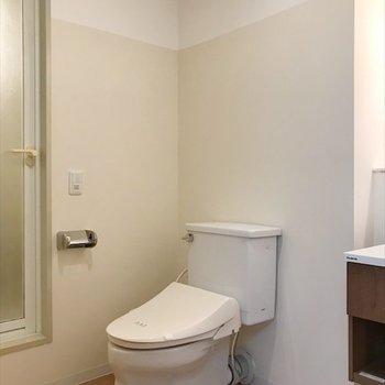 脱衣所にトイレと、※写真は前回募集時のもの