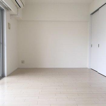どこを見ても、白。(※写真は6階同間取り別部屋のものです)